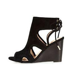 Chaussures en daim noir à bout ouvert à talons compensés