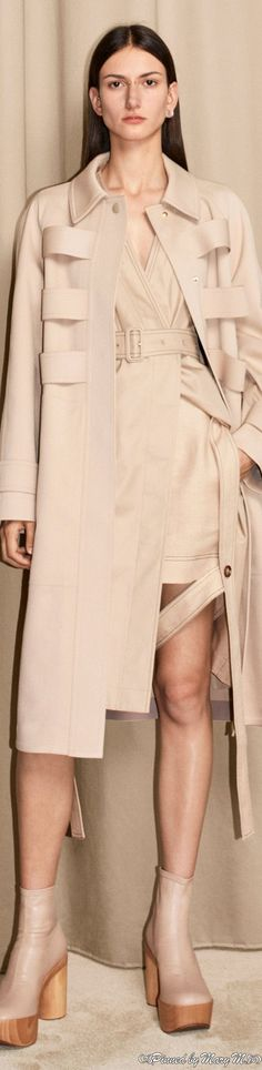 Capsule Outfits, Chic Outfits, English Fashion, Minimal Chic, Fashion Labels, Resort Wear, Looks Great, Womens Fashion, Fashion Trends