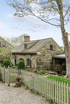 Stone Home For Sale In Esopus New York - Cottage home decor Stone Exterior Houses, Old Stone Houses, Old Houses, Stone House Exteriors, Abandoned Houses, Grey Stone House, Stone House Plans, Style Cottage, Cottage House