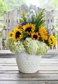 Sunflowers and Hydrangeas Flower Arrangement | ©homeiswheretheboatis.net #summer #bees #sunflowers Hydrangea Arrangements, Flower Centerpieces, Hydrangeas, Hydrangea Flower, Limelight Hydrangea, Planter Pots, Diy Planter Box, Diy Planters, Floral Design