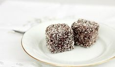 Jak na kokosové sušenkové řezy | recept Amazing Chocolate Cake Recipe, Best Chocolate Cake, Chocolate Pies, Chocolate Recipes, Coconut Benefits, Sweets Cake, Superfood, Fun Desserts, Cake Recipes