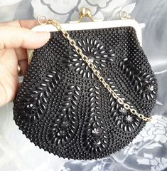 Beautiful Vintage beaded clutch purse with gold metal frame and kiss clasp. Very elegant for an evening wedding or theater event. Beaded Clutch, Beaded Purses, Vintage Handbags, Clutch Purse, Opera, Metal, Vintage Purses, Opera House, Clutch Bags