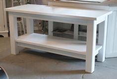 Frid & Fröjd Stockamöllan. Bänk för två handfat i badrum. Byggd och målad på beställning åt kund.