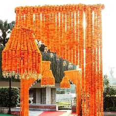 God knows how much we LOVE the humble marigold! God knows how much we LOVE kaleeras. And this entrance decor by is everything. September Wedding Flowers, Neutral Wedding Flowers, Winter Wedding Flowers, Wedding Cakes With Flowers, Wedding Flower Arrangements, October Wedding, Mehndi Decor, Mehendi, Indian Wedding Decorations