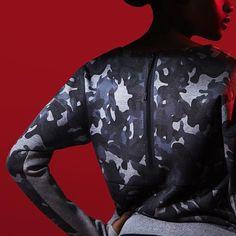 Adorned in textured, camo print, the women's Nike Tech Fleece Camo Crew features. Nike Tech Fleece, Tech Pack, Baskets Nike, Nike Fashion, Camo Print, Sport Wear, Nike Sportswear, Nike Women, Product Launch