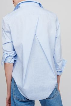 Crisp yet impossibly soft, Turkish poplin enters our arsenal by way of our pleat-back shirt. The rich cotton fibers are of the utmost quality and weight for anThe timeless cotton-poplin shirt is elevated with a subtle pleat at the back. Look Fashion, Fashion Details, Fashion Outfits, Womens Fashion, Fashion Design, Dress Outfits, Capsule Outfits, 20s Fashion, Jeans Fashion