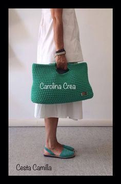 Cesta Camilla http://www.facebook.com/carolina.crea.9 Crochet Handbags, Crochet Clutch, Crochet Purses, Crochet Baby Booties, Crochet Hook Case, Crochet Hooks, Knit Crochet, Tapestry Bag, Tapestry Crochet