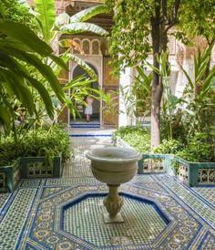Crea un jardín mediterráneo: Incorpora baldosas y mosaicos