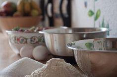 Baking in a Pyrex bowl. Traditional Cake Pans, Snowflakes For Kids, Baking Bowl, Pyrex Bowls, Mixing Bowls, Baking Tips, No Bake Cake, How To Make Cake, Cupcake Cakes