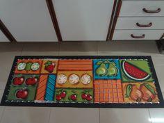 Passadeira emborrachada, pintada à mão, impermeabilizada.  Antiderrapante, fácil de lavar.  Lindíssima para sua cozinha!  Pode ser feita em outras cores.  Veja o tapete frutas modernas, combinando com a passadeira.    *Lembro que, por serem feitas à mão, as peças podem apresentar discretas variaç...