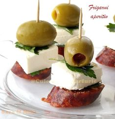Sausage, feta, parsley and olive Skewer Appetizers, Canapes, Best Party Food, Dinner With Friends, Hors D'oeuvres, Skewers, Caramel Apples, Feta, Tapas