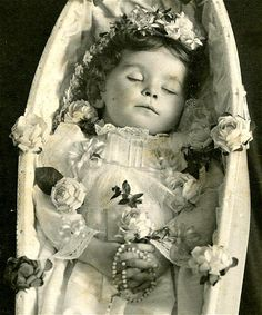 Victorian post mortem photography may seem strange, but for some families it was… Photo Post Mortem, Post Mortem Pictures, Victorian Photos, Victorian Era, Memento Mori, Photographie Post Mortem, Vintage Photographs, Vintage Photos, Dark Side