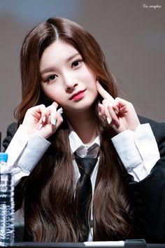 Cute Asian Girls, Cute Girls, South Korean Girls, Korean Girl Groups, Somebody To You, Kpop Girl Bands, Yuehua Entertainment, Korean Girl Fashion, Pop Bands