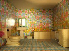 Bathroom setting: Renwal Radiator: Caroline's Home  Blogged about here: theshoppingsherpa.blogspot.com/2008/09/modern-miniatures-...