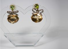 White and yellow gold handmade earrings with citrine, peridot and diamonds. Peridot, Earrings Handmade, Fine Jewelry, Diamonds, Jewelry Design, Pearl Earrings, Yellow, Gold, Horse Farms
