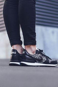 on sale c753f 83567 Internationalist Print. Nike Internationalist FemmeLeather SneakersAir Max  ...