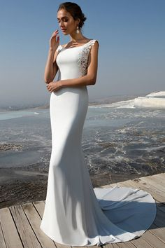 Charming Tulle & Chiffon Scoop Neckline Mermaid Wedding Dress With Beadings & Lace Appliques