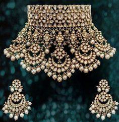 bridal sets & bridesmaid jewelry sets – a complete bridal look Indian Jewelry Sets, Indian Wedding Jewelry, Royal Jewelry, India Jewelry, Gold Jewelry, Bridal Kundan Jewellery, Luxury Jewelry, Diamond Jewelry, Vintage Jewelry