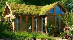 Private garden studio and home office with sedum roof. on Ambience Images from Arcaid Images, The architectural picture agency Garden Structures, Outdoor Structures, Sedum Roof, Living Roofs, Garden Studio, Sustainable Architecture, Bamboo Architecture, Cabins And Cottages, Garden Office