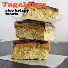 Tagalong Rice Krispy Treats – peanut butter, chocolate, marshmallows, what's not to love? Rice Krispy Treats Recipe, Rice Crispy Treats, Krispie Treats, Rice Krispies, Yummy Treats, Sweet Treats, Yummy Snacks, Just Desserts, Delicious Desserts