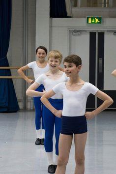 Pin de Tor Bai en Ballet boy   Ballet niñas, Adolescentes