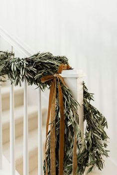Wreaths And Garlands, Greenery Wreath, Indoor Wreath, Advent Candles, Christmas Home, Christmas Trimmings, Natural Christmas, White Christmas, Christmas Decor