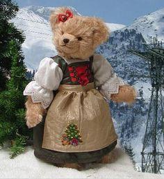 Hermann Spielwaren Christmas Sophie Teddy Bear 22517-9 http://www.sunny-bears.com/inv/hermann+spielwaren/christmas-sophie-teddy-bear-22517-9.php
