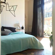 Finally a real bed - Thanks to a special person! #bedroom #bedding #sheets #bedlinen #urbanara #plaid #origami #altbauliebe #herringbonefloor #interiør #interior #interiorlovers #sun