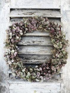 dried hydrangea wreath | ImagiNess, Hortensia's ... Prachtig