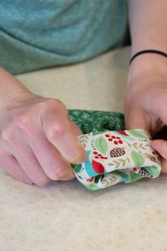 How to Make Mini Stockings: A Quick and Easy Tutorial Diy Christmas Angel Ornaments, Front Door Christmas Decorations, Kids Christmas, Christmas Sewing Projects, Holiday Crafts, Christmas Quilting, Holiday Ideas, Mini Stockings, Christmas Stockings