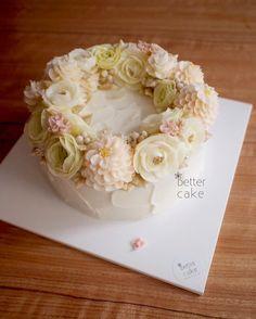 Done by student of Better class (베러 심화클래스/Advanced course) www.better-cakes.com  #buttercream#cake#베이킹#baking#koreanbuttercream#koreancake#버터크림케익#베러케이크#yummy#flower#꽃#sweet#플라워케이크#foodporn#birthday#wedding#디저트#foodie#dessert#버터크림플라워케익#following#food#piping#beautiful#flowerstagram#instacake#pastry#꽃스타그램#공방#instafood#