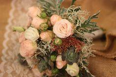 Brautstrauß in Pastelltönen mit Succulenten, Hochzeitsmotto aus M wird M…