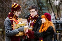 Harry Potter Costume Holiday in the Hogsmeade by Lilta-photo - Lily Potter, Harry Potter Cosplay, James Potter, Harry Potter Fandom, Harry Potter Characters, Amazing Cosplay, Best Cosplay, Harry Potter Experience, Harry Potter References