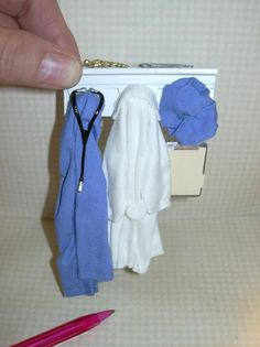 Miniature Hanging Surgical Scrubs Doctor's Wall Rack, Light Blue: DOLLHOUSE 1/12