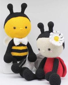 This pattern is adorable. Perfect for my Ladybug. Crochet amigurumi Bee and Ladybug pattern. Crochet Ladybug, Crochet Bee, Love Crochet, Crochet Toys, Crochet Dolls Free Patterns, Amigurumi Patterns, Crochet Doll Tutorial, Baby Owls, Amigurumi Doll