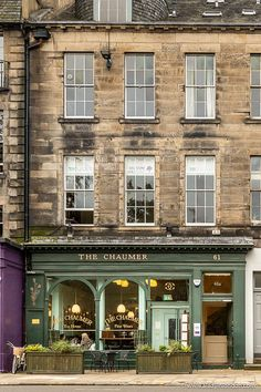 This is an Edinburgh cafe. This travel itinerary for 4 days in Edinburgh, Scotland has the best Edinburgh itinerary for your trip to Scotland. It has everything from Edinburgh Castle to Edinburgh University and more. If you're looking for the best things to do in Edinburgh, this great Edinburgh itinerary has it all.
