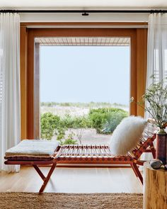Step Inside Michael Kors's Beyond Beautiful Long Island Beach House Home Living, Living Spaces, Living Rooms, Coastal Living, Palm Beach, Beach Houses For Sale, Chic Beach House, Hamptons House, Beach Cottages