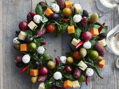 45 Delicious Christmas Appetizers To Serve At Your Holiday Party Christmas Appetizers, Appetizers For Party, Appetizer Recipes, Christmas Nibbles, Tapas, Antipasto Skewers, Cranberry Cheese, Pigs In A Blanket, Xmas Food