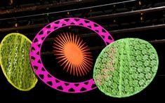 Móbiles em tons de neon dão um toque psicodélico na Festa Rave                                                                                                                                                                                 Mais