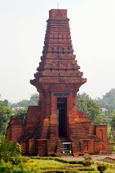 Travelling Bali to Java by bus: A fantastic temple from the majapahit empire just outside Surabaya Temple Architecture, Vernacular Architecture, Classical Architecture, Historical Architecture, Ancient Architecture, Amazing Architecture, Architecture Design, Environment Design, Environment Concept Art
