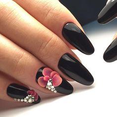 Акриловая лепка  Инкрустация Swarowski  Красивые ногти в #nailstudioviktoria ☎️89136619800 следующий курс по акриловой лепке состоится 24 июня-2 места ! ♥️ #омск#обучениеомск#курсыомск