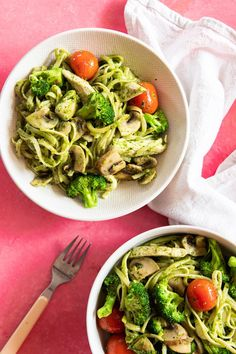 This nourishing pasta recipe is going to be your new best friend. Quick to make and so damn delicious, it's the perfect healthy dinner recipe Pesto Pasta Recipes, Chicken Pasta Recipes, Pesto Chicken, Chicken Noodles, Thai Chicken, Easy Lunches For Work, Meal Prep Plans, Healthy Dinner Recipes, Healthy Suppers