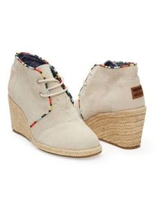 TOMS Women's Wedges are comfortable & stylish wedges. With every pair you purchase, TOMS will give a pair of new shoes to a child in need. Toms Boots, Cheap Toms Shoes, Toms Shoes Wedges, Toms Shoes Outlet, Shoe Boots, Sock Shoes, New Shoes, Discount Shoes, Me Too Shoes