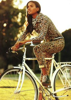 Leopard Print Trend Fall 2012 - Leopard & Neutrals - The Inspiration: Arlenis Sosa shot by Alexi Lubomirski animal print leopard print cheetah print Leopard Fashion, Animal Print Fashion, Fashion Prints, Animal Prints, Leopard Prints, Fall Fashion Trends, Latest Fashion Trends, Autumn Fashion, Look Fashion