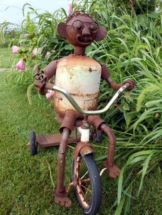 Metal garden sculptures which can be found in steel, copper, bronze and even recycled metal are very popular. Place a metal cat on the fence or hide an alligator in the grass. Metal Yard Art, Metal Tree Wall Art, Scrap Metal Art, Metal Artwork, Metal Sculpture Artists, Tree Sculpture, Metal Sculptures, Sculpture Ideas, Garden Sculptures