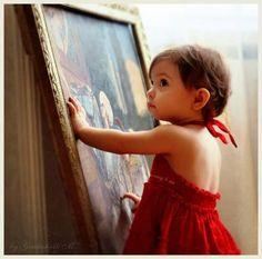 Ребёнок в красном платье