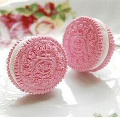 Pink Oreos-Now I've seen it all! I have to find these Pink Oreos!