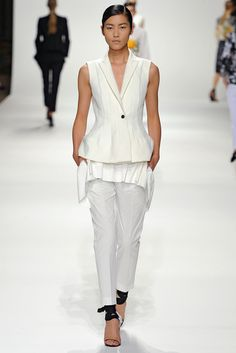 Dries Van Noten Spring 2012 Ready-to-Wear Fashion Show - Liu Wen (Elite)