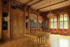 Oscarshall. Matsalens väggar är dekorerade med målningar av Joachim Frich och Adolph Tidemand.