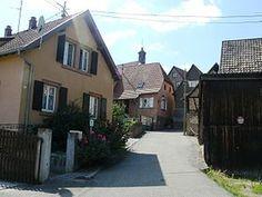 La rue de l'église à Dieffenthal.